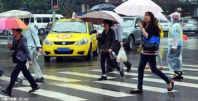 201409191000_顏永森_短評_車輛綠燈右轉要禮讓行人,這樣就很安全嗎?