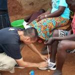 從到處躲警察的塗鴉客,變成送鞋到肯亞的英文老師——「舊鞋救命」楊右任