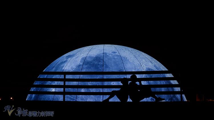 讓我帶著你一起-私奔到月球