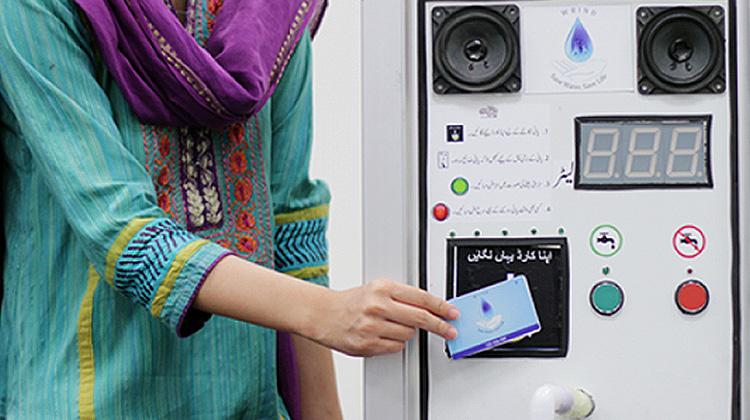 """太陽能發電的""""水ATM""""機"""