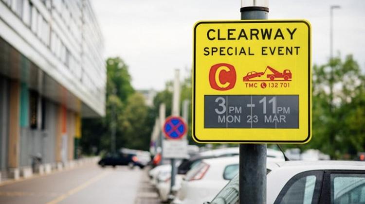"""世界第一個太陽能供電的""""電子紙""""交通標誌"""