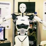 15歲少年構建真人大小的機器人