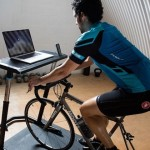 給自行車訓練台用的辦公/娛樂桌