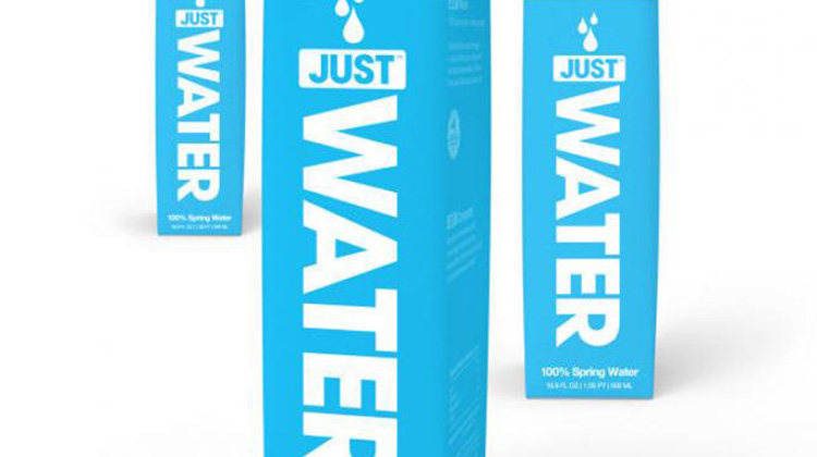 如果非要買瓶裝水,那就買環保一點的吧!美國推出全新「紙盒」包裝水,節省50%碳足跡