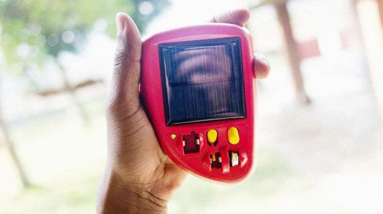 非洲聽障生的上學法寶:平價太陽能助聽器 電池壽命比一般多出36倍、售價只要1/3
