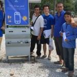 「難民營中的聯繫之島」:這座太陽能手機充電站,每日可免費供電240人