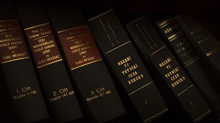 法學院首次女性學生高於男性