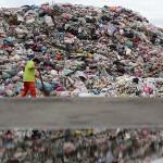 全台垃圾為何從不夠燒到堆滿地?  台灣垃圾山重現!每年35萬噸垃圾在流浪