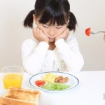 別怪孩子調皮 讓他乖乖坐下吃飯只要4步驟