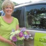 不讓鮮花插在「垃圾」上:ReBloom收集婚禮後花束,再包裝賦予它們第二生命
