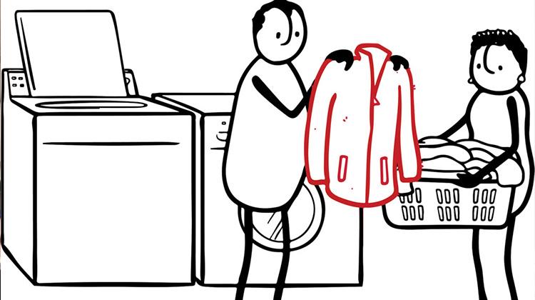 你知道洗衣服也會汙染環境嗎?被洗掉的「微塑膠」有如迷你毒炸彈,最後回到你的餐桌上