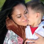 愛的抱抱對寶寶一生的影響