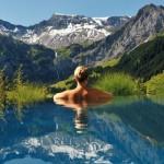 美到好想跳進去!8 個國外無邊際游泳池,這真的在人世間嗎?