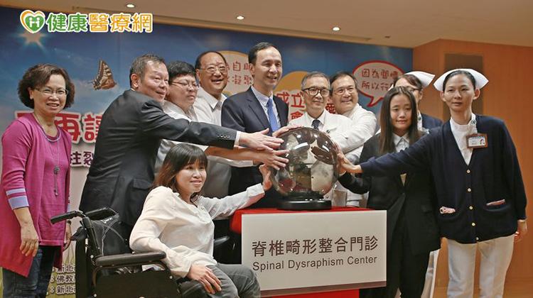 脊椎畸形整合門診 多科醫師全方位照護
