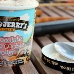 在整天下雪的城市裡賣冰淇淋,店還設在荒廢加油站… 第一次創業的兩個魯蛇教我們:不放棄,也能把一手爛牌打成一手好牌,成為營收143億台幣的跨國公司!
