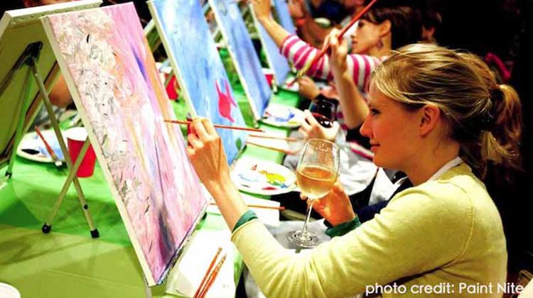 去酒吧裡上繪畫課超舒壓!看一個小點子如何風靡全美,並且發展成超過百間的大型連鎖企業