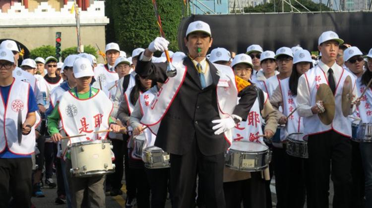 【神愛世人!耶穌是主!】新春最美的祝福 召會萬人福音鼓隊遊行暨凱道音樂會引人入「聖」