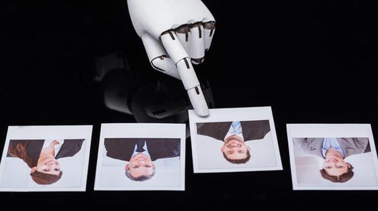 科技化的未來 : 機器人面試官