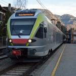 火車站顯示滿滿「誤點」的螢幕,在瑞士不可能看到