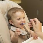 不用禁止幼兒用餐時玩食物