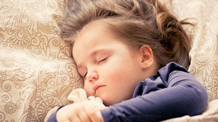 訓練孩子與父母分房睡