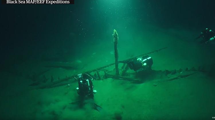 在黑海發現世界上最完整的古沉船