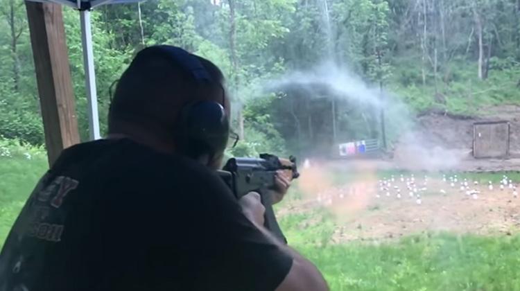 雨中重現AK-47射擊時的衝擊波