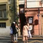 加了紅綠燈的摸乳巷,不但摸不到對方還顯示自己很胖…