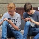 孩子愛滑手機,人生完蛋了?