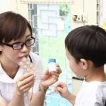 寶寶餵藥像上演世界大戰?網媽5大快準手法&醫師建議