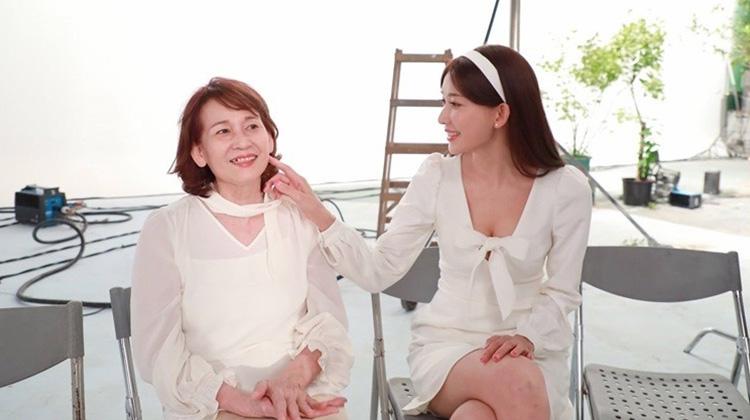 全場動容!林志玲婚禮給爸媽的一封信,「在我最茫然時,媽媽告訴我一切都會好的」