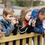 家長是否要強制禁止孩子玩手機?