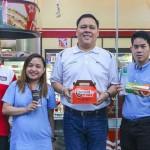 台灣7-11方便到連菲律賓人都買單!喝咖啡、吃炸雞 統一超如何成在地便利店龍頭?