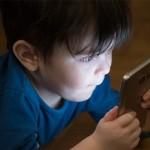 中小學生每天花4小時盯螢幕