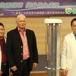 新冠病毒「見光死」 醫院防疫引入首台紫外線自走機器人助攻