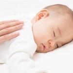 媽媽直播訓練女嬰趴睡釀憾事,盲目聽從群組老師指示