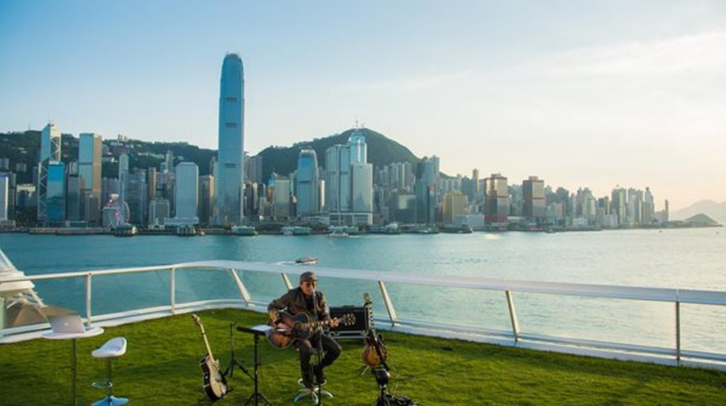 兩代香港巨星於香港海港城「海運觀點」分別舉辦兩場免費網上演唱會
