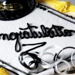 800個免費蛋糕溫暖高中畢業生的心