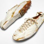 一雙泛黃的NIKE古董白鞋預計拍賣15萬美元