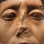 為何雕像的鼻子都是破損的?