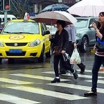 車輛綠燈右轉要禮讓行人,這樣就很安全嗎?