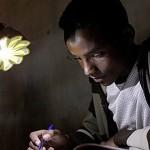 廉價小太陽能燈 提供非洲社區電力