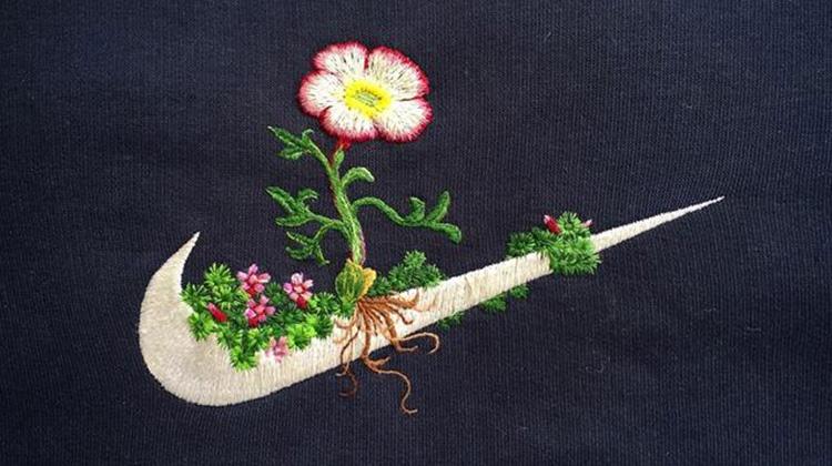 刺繡讓我覺得冷靜,運動品牌 LOGO 上開出寧靜細膩的刺繡小花