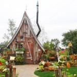 提姆波頓式小木屋,埋在雪中美得更夢幻了!