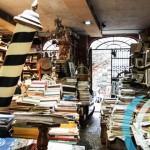 書蟲的尋寶天地,義大利威尼斯迷人小書店 Libreria Acqua Alta