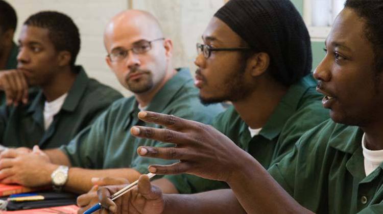 禁止上網的監獄受刑人 辯論擊敗全美冠軍哈佛高材生
