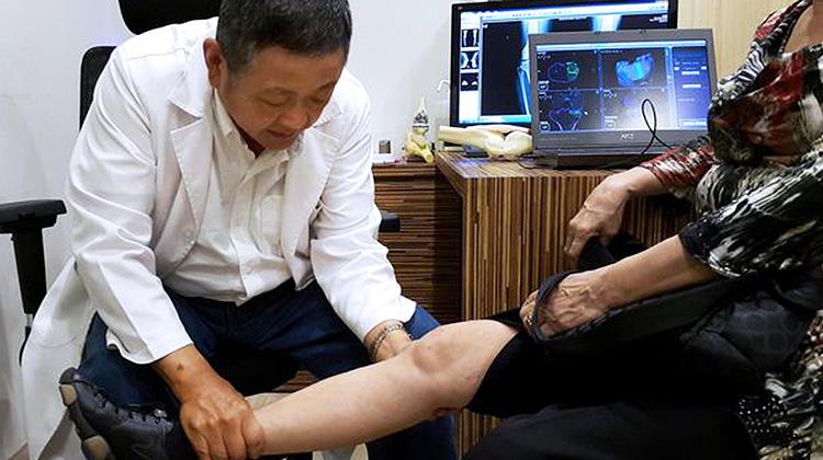 機器手臂換膝關節 阿嬤隔天行動自如