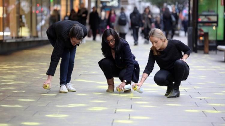 倫敦市民的小巧思 讓部分街頭的口香糖減量90%