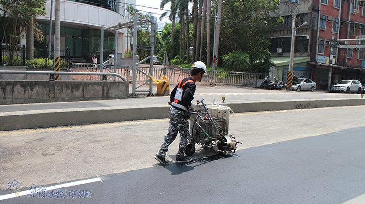 一條路挖了一整年?議員公佈「十大爛路」批台北市路不平