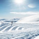 以鞋為筆 在雪地上的藝術作品